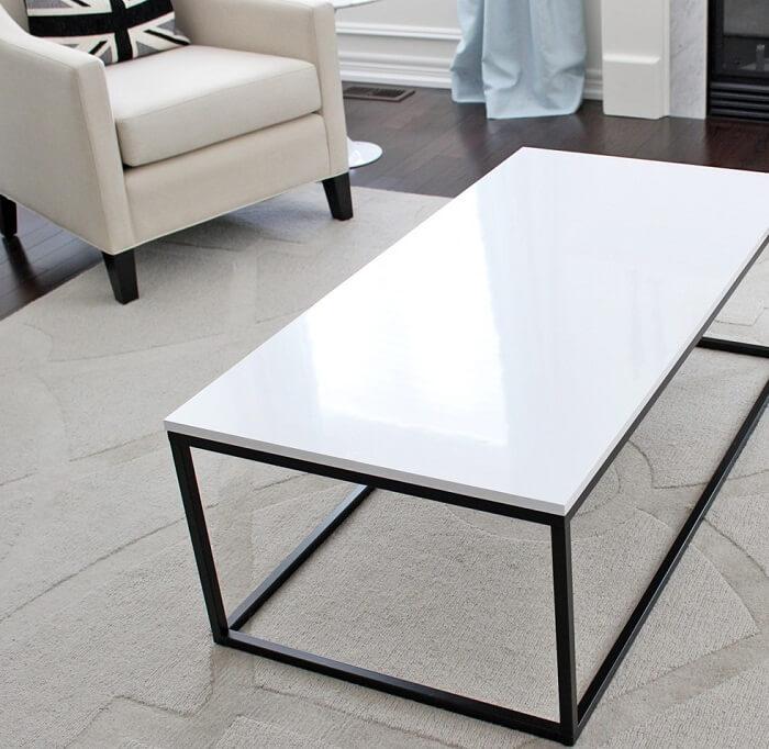 Mặt bàn đơn giản, hài hòa với sắc đá Granit trắng sứ