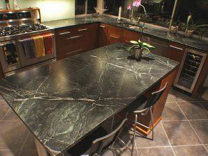 Mặt bàn bằng đá marble đen sẽ giúp món ăn thêm ngon hơn